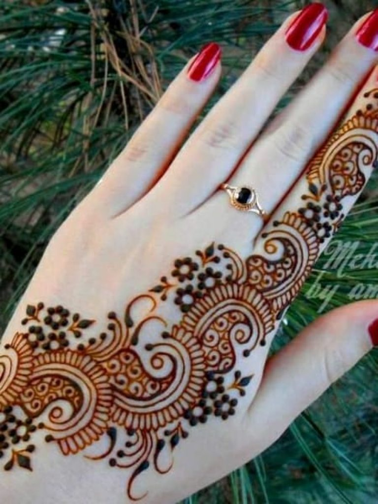 Single Trail Arabic Mehndi Design