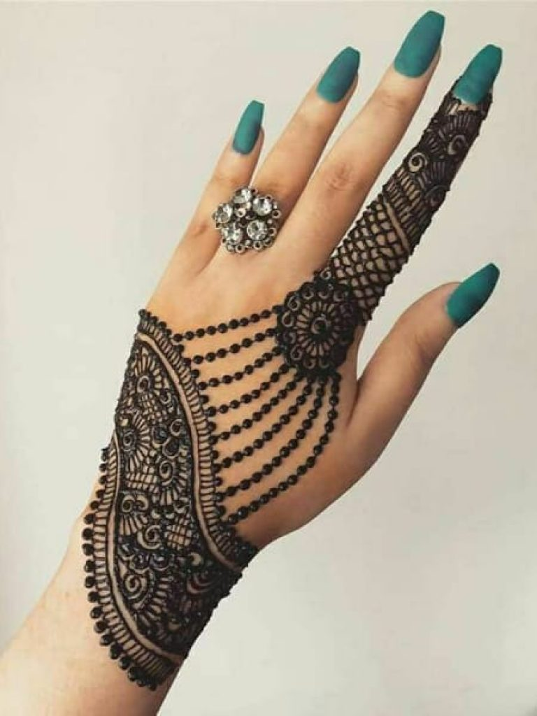 Rounded Flowers Arabic Mehndi Design