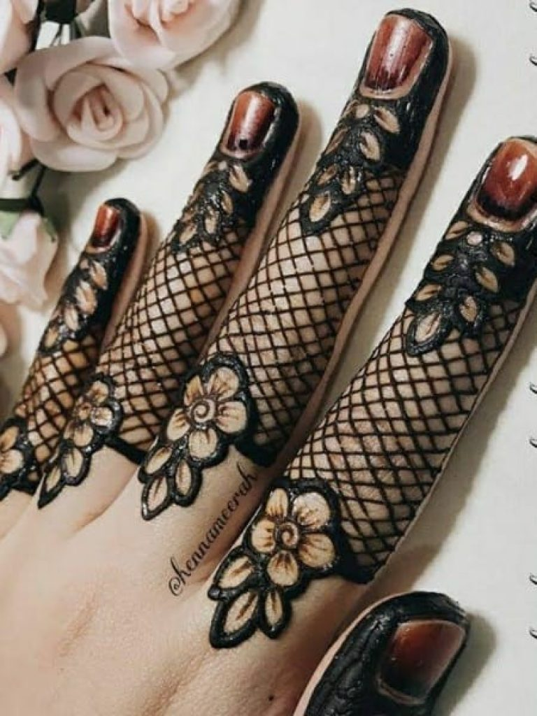 Jaal on fingers Arabic Mehndi Design