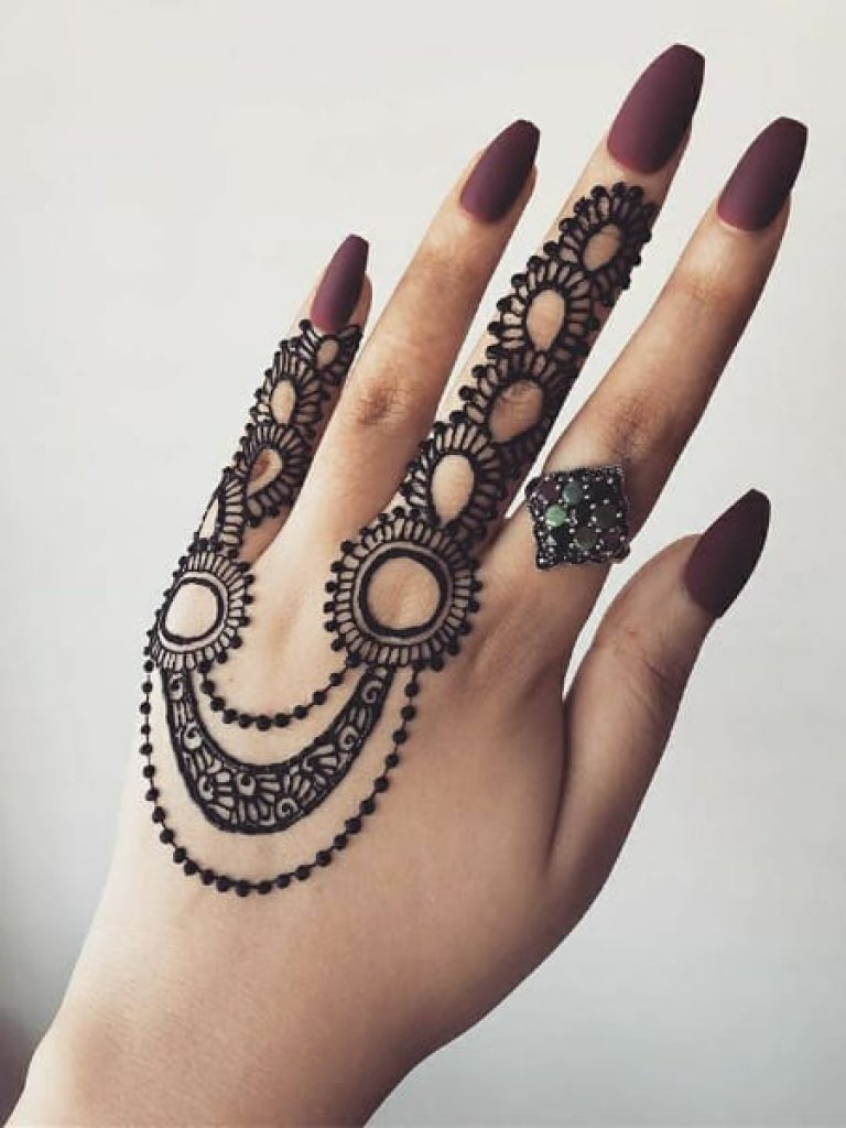 Ring Like Double Loop Arabic Mehndi Design