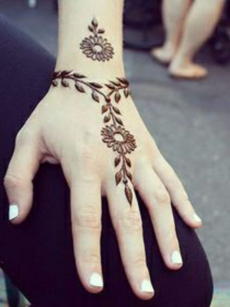 Minimum Round Flower Arabic Mehndi Design
