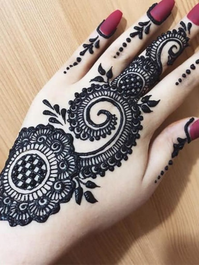Bold Arabic Mehndi Design