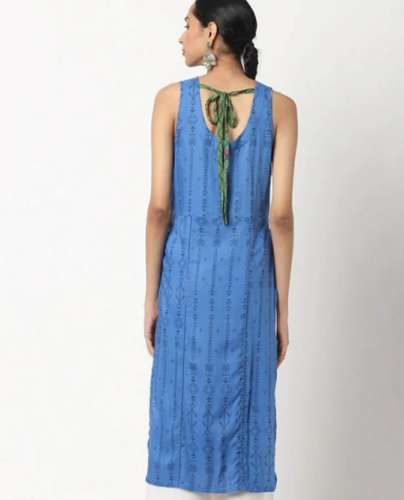 Surplice Neckline and Tie at Back Kurti back