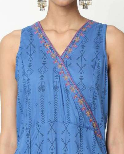 Surplice Neckline and Tie at Back Kurti front